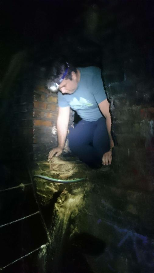 Coco_c tar sig ur den stora tunneln in till den lilla.