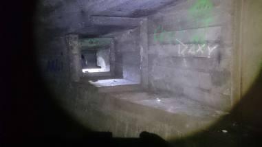 Skottglugg för bakhåll i tunneln.